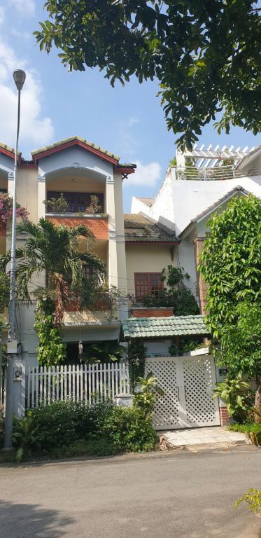 Bán Nhà phố Mặt tiền Đường 1 Q2, 243 m2 (20m x 12.15m), 50 Tỷ đồng
