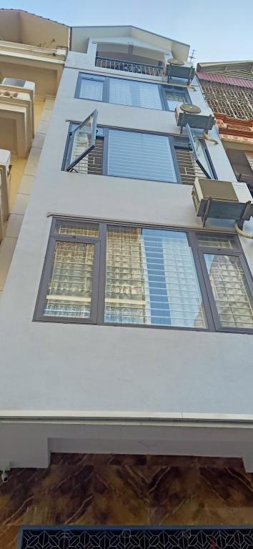 cho thu nhà riêng ngõ 106 hoàng quốc việt DT60m2x5 tầng ô tô đỗ cửa 15tr/ tháng