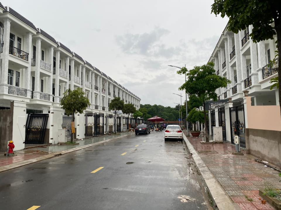 Nhà phố tại trung tâm Dĩ An, Bình Dương. Vị trí cực đẹp, tiện ích xung quanh đầy đủ