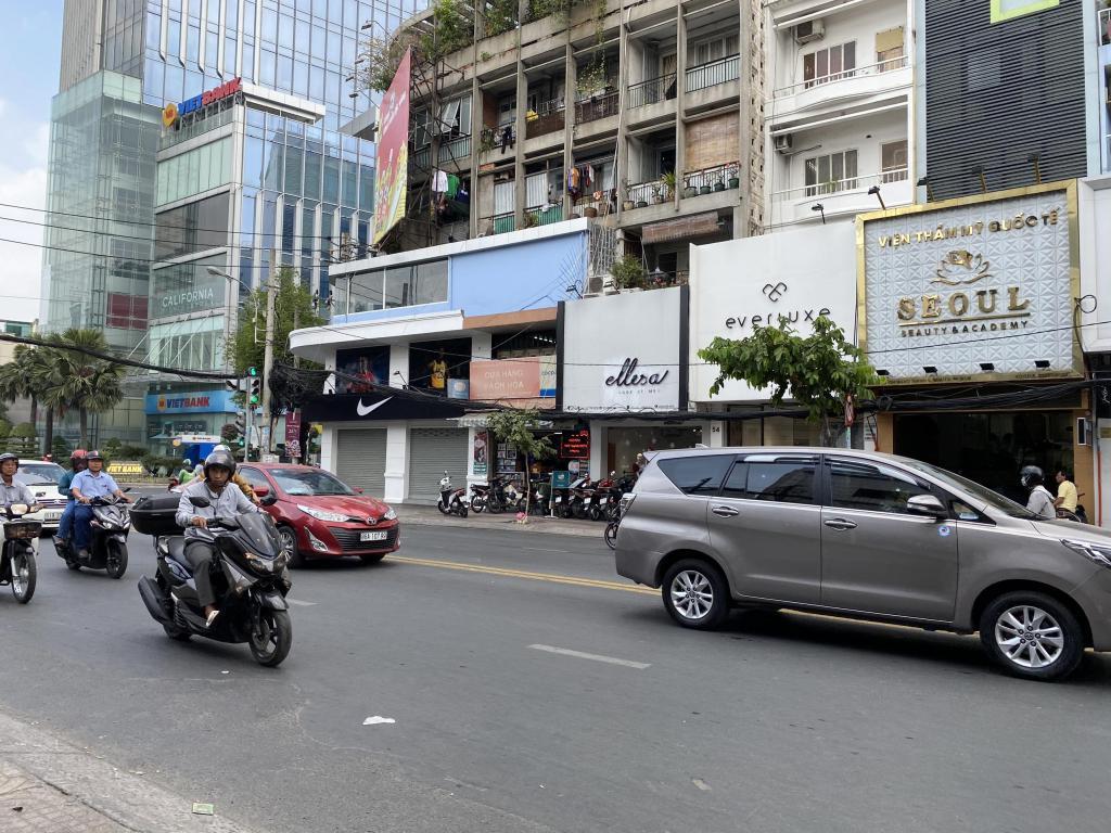 Bán nhà MT khu chợ thuốc Nguyễn Giản Thanh, Cư xá Bắc Hải, q10, 7 tầng, 105m2 giá 24 tỷ