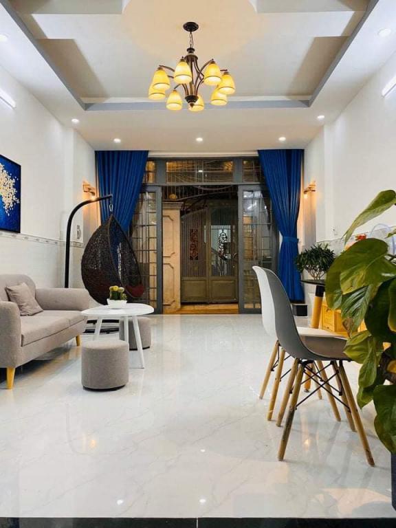 Gấp bán, 4X10, 3 tầng, hẻm rộng, F18 Nguyễn Tất Thành, 4tỷ2, 0386537786.