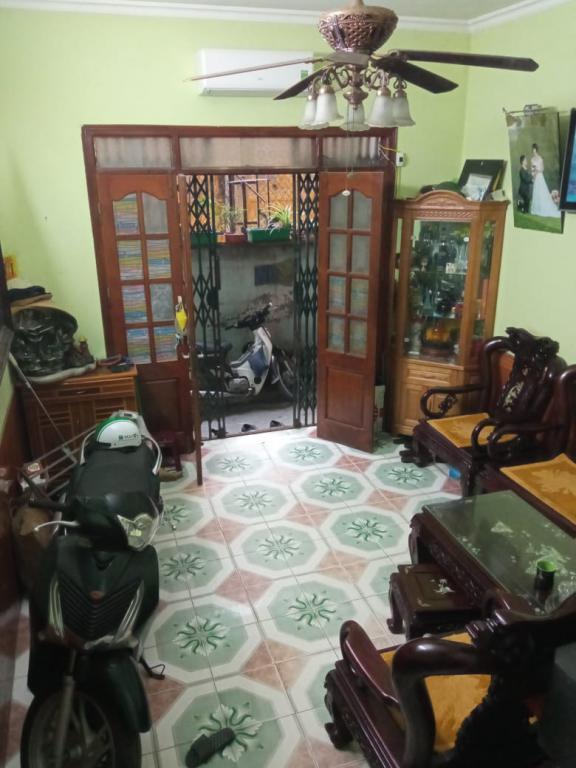 Cho thuê nhà 3 tầng 3PN 2VS ở phố Lạc Trung, Hai Bà Trưng chỉ 6,5 triệu/tháng