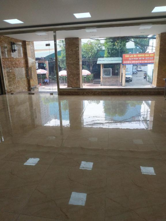 Cho thuê 4 tầng dưới của tòa nhà mp Nguyễn Khang.. dt 160m2, mt 10m.. GIÁ 140 triệu/tháng