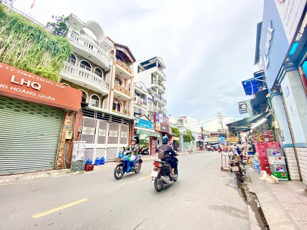 Bán nhà MT vị trí đẹp Nguyễn Văn Đậu, Bình Thạnh. DT: 4.6x25. Giá 22tỷ TL