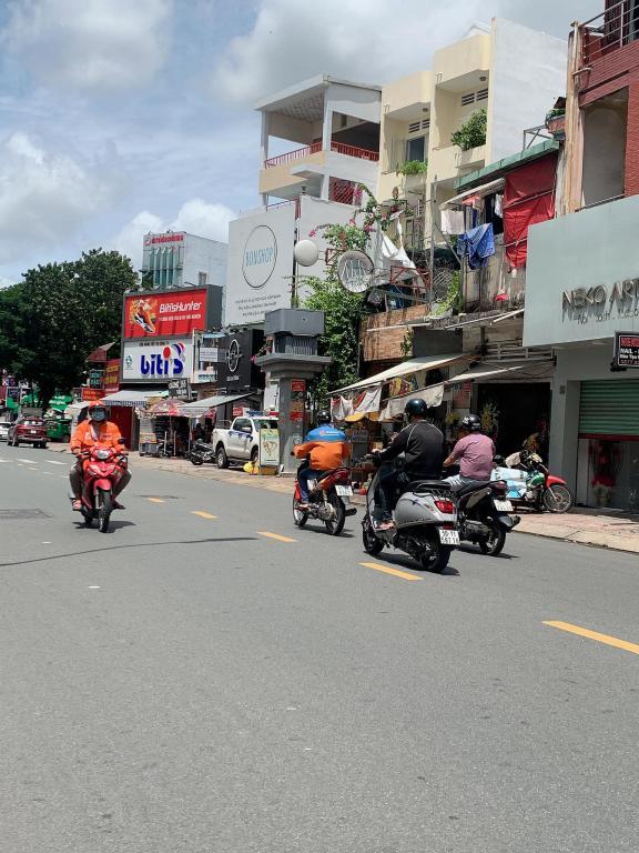 Bán nhà mặt tiền Lê Văn Sỹ, Phường 2, Tân Bình 193m, kinh doanh, 3 tầng, giá chỉ 29 tỷ.