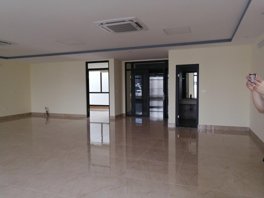 Cho thuê tòa nhà văn phòng 6 tầng mp Vũ Tông Phan.. GIA 60 TRIÊU/THÁNG