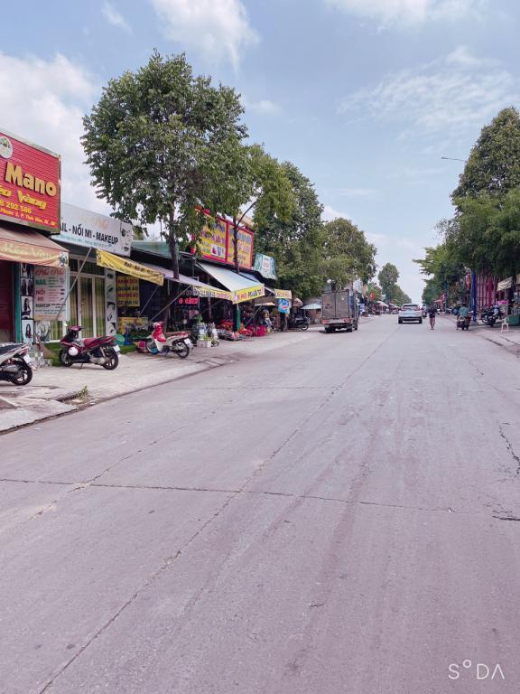 đất 300m2 đường nhựa sổ hồng khu dân cư đông đúc sát chợ.