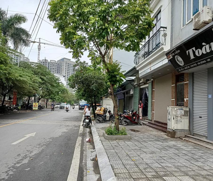 Bán nhà mặt phố Hoàng Hoa Thám, Tây Hồ, 98m2, mt 6.6m, kd vô địch 19.8 tỷ