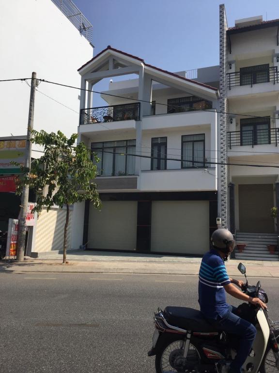buôn bán tấp nập mt f.14 Quang Trung