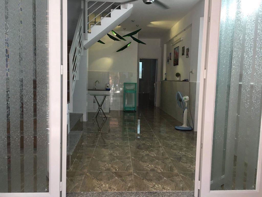 Cho Thuê nhanhNhà hẻm C1/x, đường Phạm Hùng, Quận 8. Có 3 phòng, 3 máy lạnh, Giá 10 Triệu