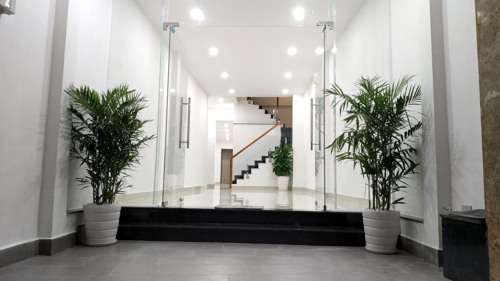 MT Bạch Đằng, P2, Tân Bình . KC 4 tầng, 6x18 nở hậu 8m (8 phòng, có thể cải tạo). Giá 50tr.