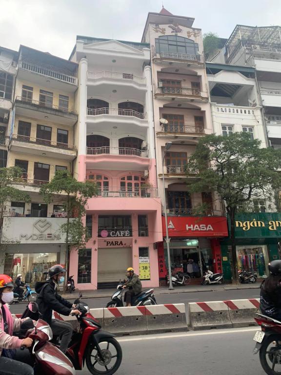 Cho thuê nhà MP Thái Hà- Đống đa, Đoạn Thời Trang. MT 6m, DT 100m2, 3 tầng, Giá: 130 tr/tháng