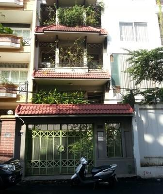 Bán nhà MT đường Đinh Công Tráng, P.Tân Định, Q.1, sát bên công viên Lê Văn Tám.