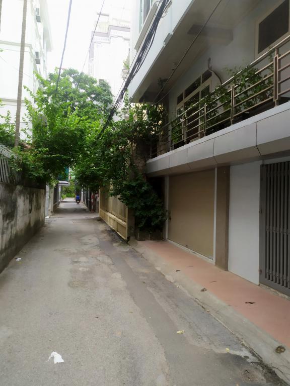 Cho thuê nhà riêng Hoàng Quốc Việt: DTSD 320m2, R 8m, 4T, giá 18tr (MTG) - SĐT: 0852639807.