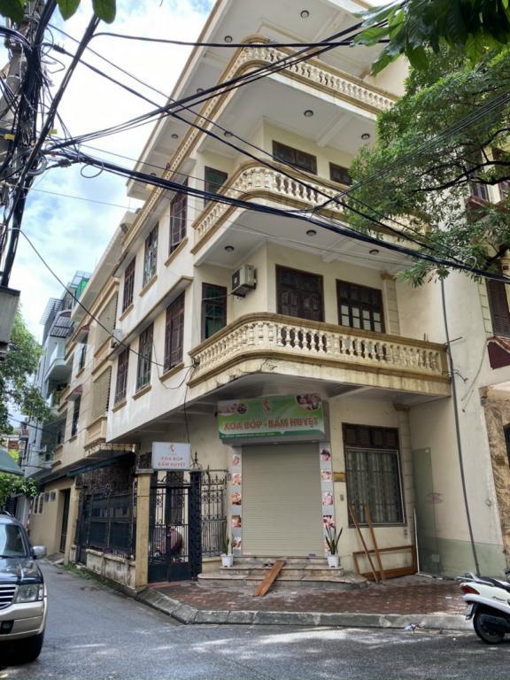 Cho thuê nhà riêng Trần Quốc Hoàn: DT 45m2, 4.5 tầng, giá 17tr (MTG) - lô góc.