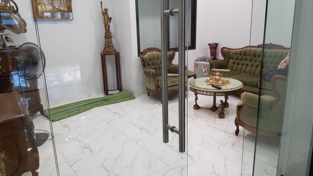 Cho thuê nhà đường Đỗ Nhuận: DTSD 525m2, 7T, giá 48.9tr - biệt thự Ngoại Giao Đoàn.