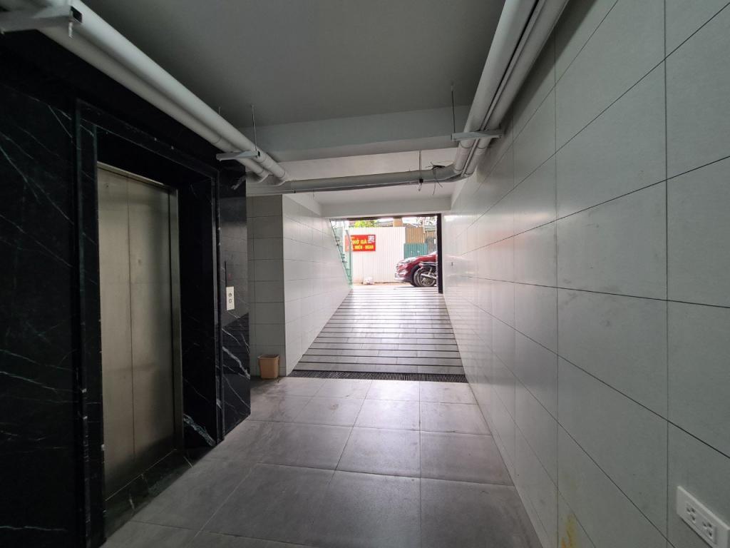 Cho thuê toà nhà đường Đỗ Nhuận: DTSD 600m2, 8T thang máy, có hầm, giá 48tr (MTG).