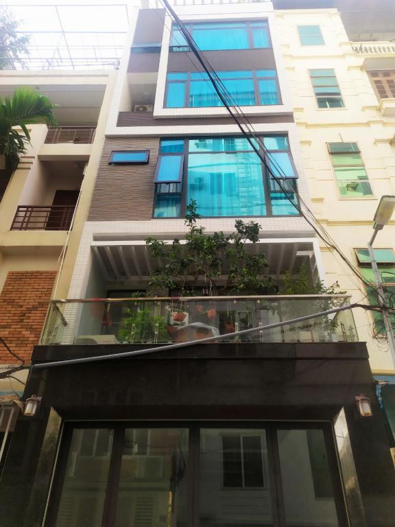 Cho thuê nhà nguyên căn Trần Quốc Hoàn: DTSD 280m2, R 5.6m, giá 20tr (MTG) - SĐT: 0852639807.