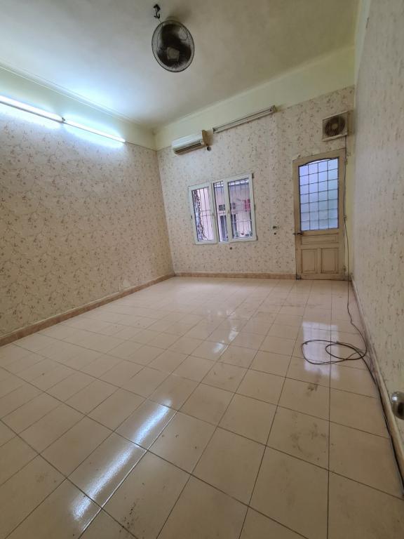 Cho thuê nhà riêng 800A Nghĩa Đô: DTSD 210m2, R 4.5m, 3T, giá 11tr (MTG) - công viên Nghĩa Đô.