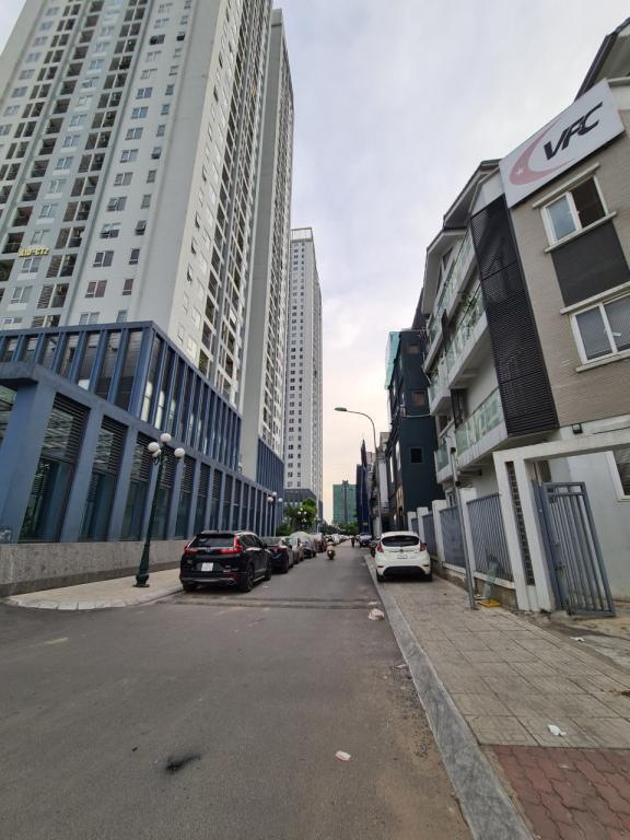 Cho thuê nhà A10 Nam Trung Yên: DT 75m2, MT 6m, 4T, giá 45tr/tháng (MTG) - SĐT: 0852639807.