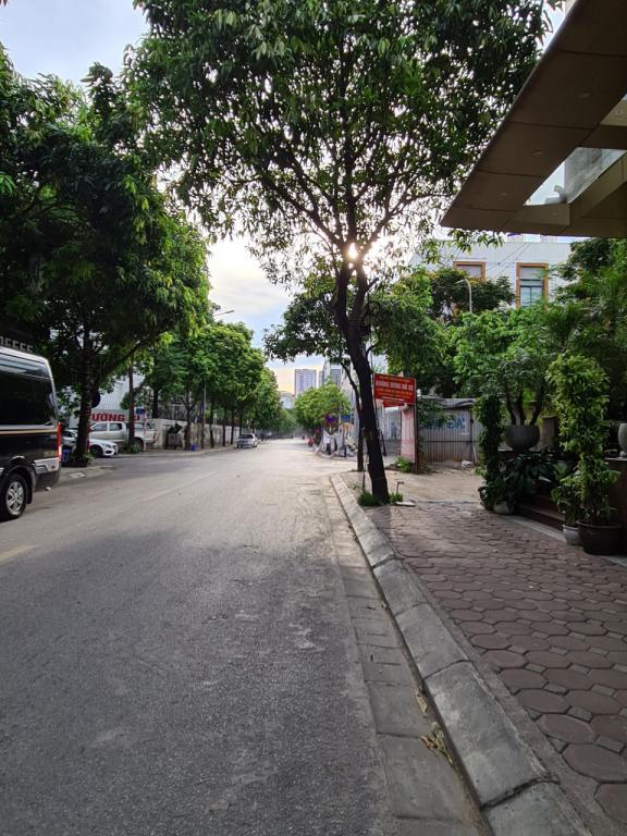 Cho thuê nhà gần công viên Cầu Giấy: DTSD 260m2, R 7m, giá 45tr/tháng (MTG) - kinh doanh đắc thắng.
