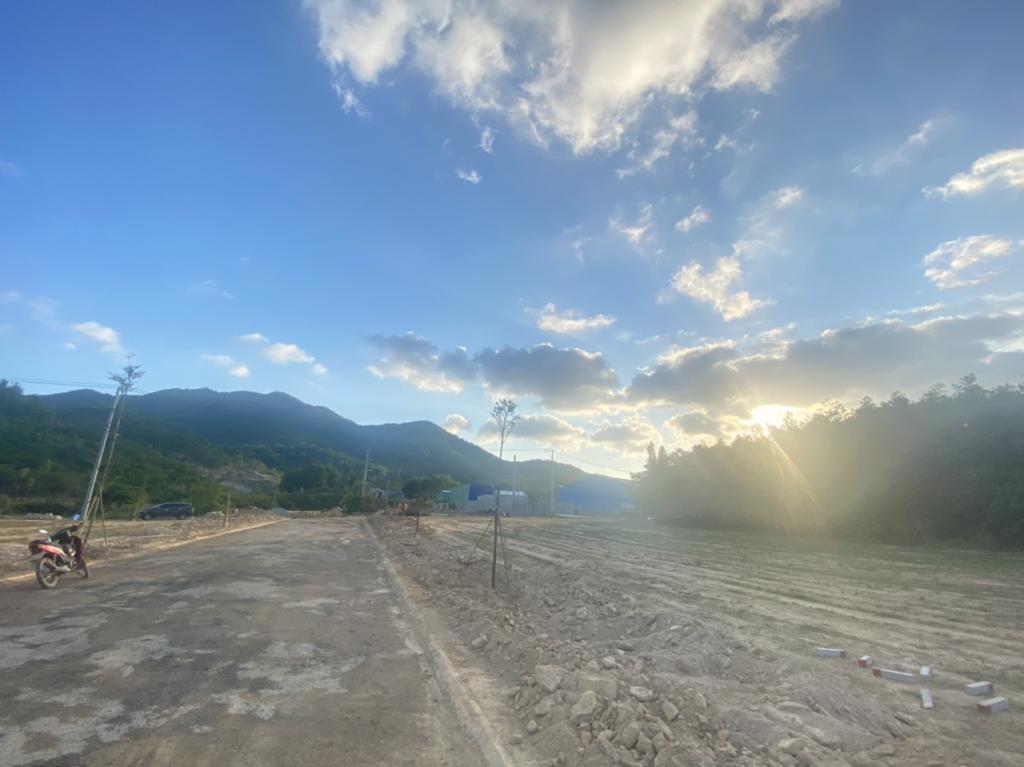 Đất Phú Mỹ ngay chân núi Dinh giá cực tốt chỉ 1tr9/m2. Sổ riêng thích hợp xây nhà vườn