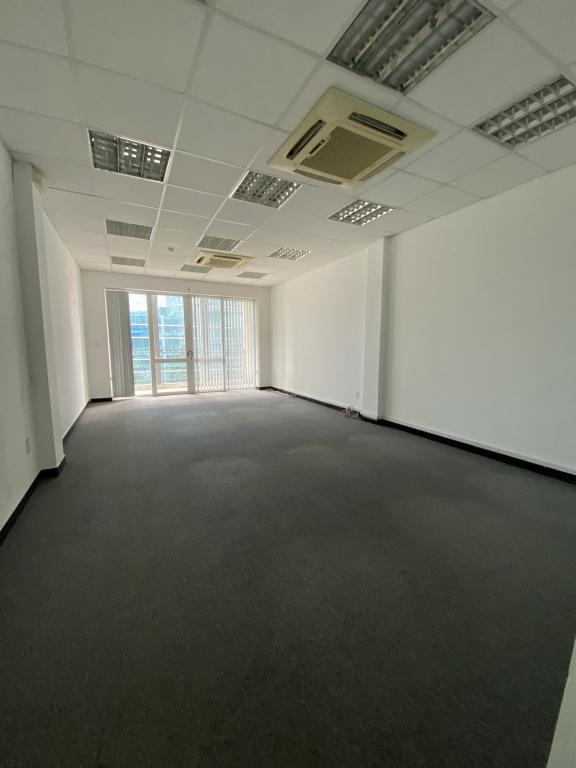 Văn phòng view kính, ban công 60m2 đường Nguyễn Công Trứ, Quận 1