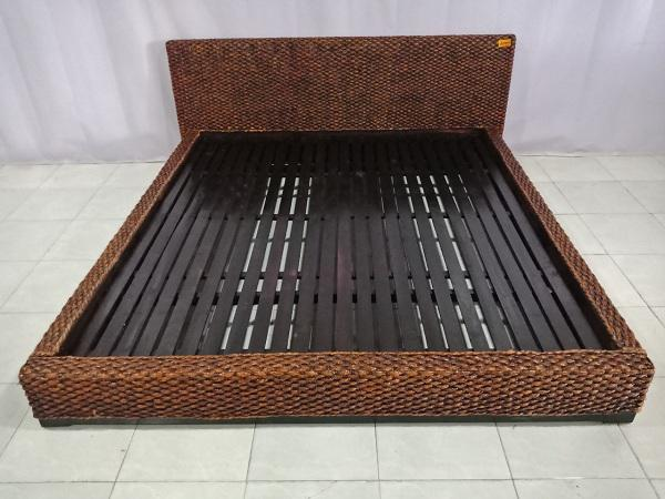 Giường gỗ cũ SP006711