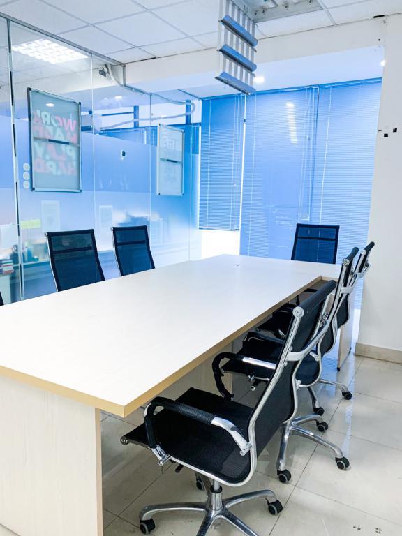 Văn phòng cho thuê 35m2 view kính tại CMT8, Q3