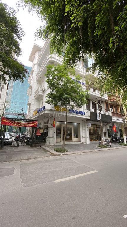 Cho thuê nhà mặt phố quận Ba Đình, phố Sơn Tây cửa sau là đường Trần Phú. DT 90m2 x 5 tầng, 50tr/th
