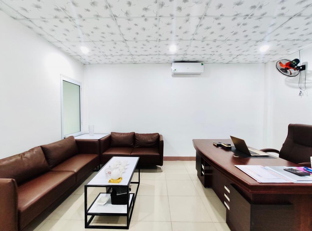 Văn phòng rộng 100m2, giá 13tr ngay tttp, lh.0903533628/0769566147(Vi)