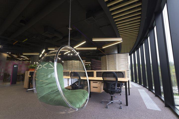 Mẫu thiết kế thi công nội thất văn phòng làm việc tự nhiên thư giản