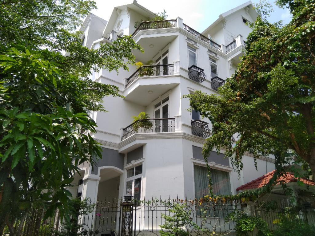 Cho thuê biệt thự Nam Thông 3 PMH Quận 7  diện tích lớn 450m2