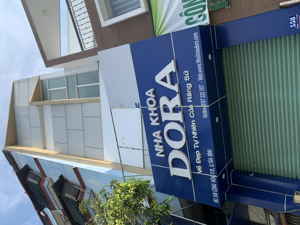 Cho thuê MB đường Cộng Hoà đối diện toà nhà Etown, 4x10m, có wc. Giá 15tr.