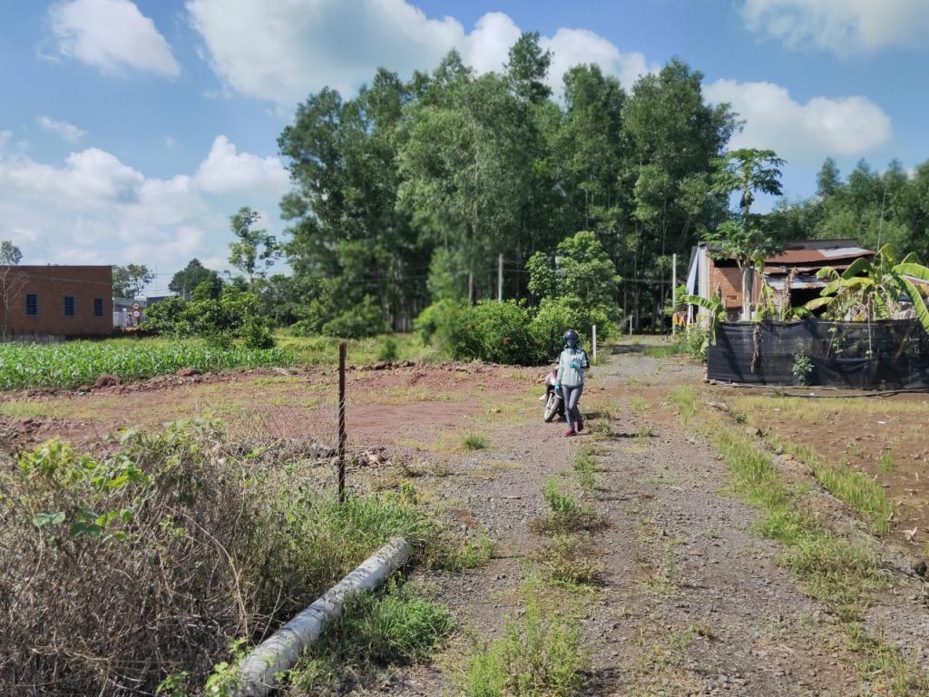 bán 130 m2 đất màu hồng gần khu công nghiệp Dầu Giây 3km giá hơn bốn trắm xíu
