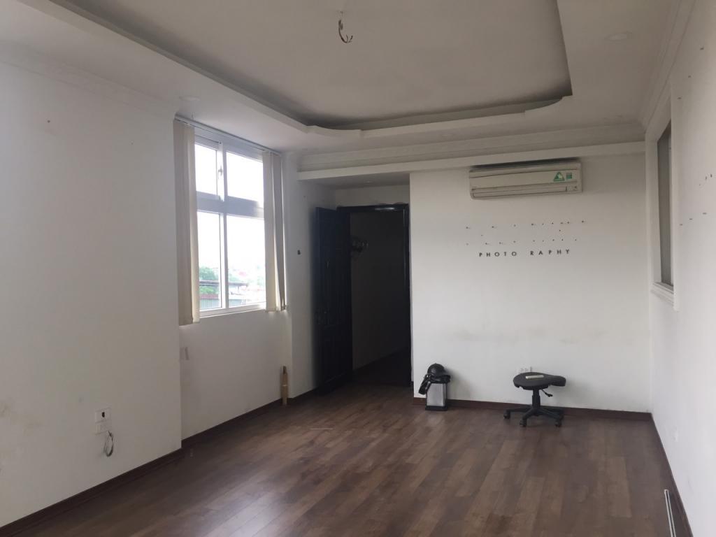 Căn hộ khép kín tầng 8 40m2 mặt tiền phố Huế KD tốt