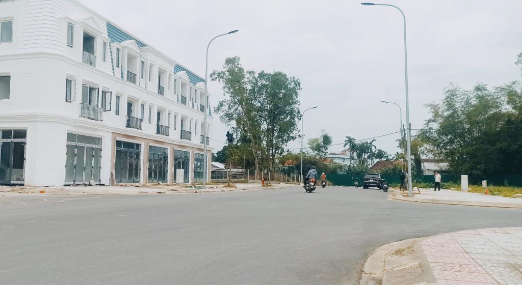 Cần bán Căn Nhà Phố Liền Kề DT 70m2 Khu Mỹ An - TP Quảng Ngãi