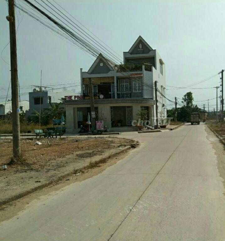 Bán đất thổ cư gần ủy ban xã  Lương Bình, huyện Bến Lức, tỉnh Long An, 100m2, 1350 triệu