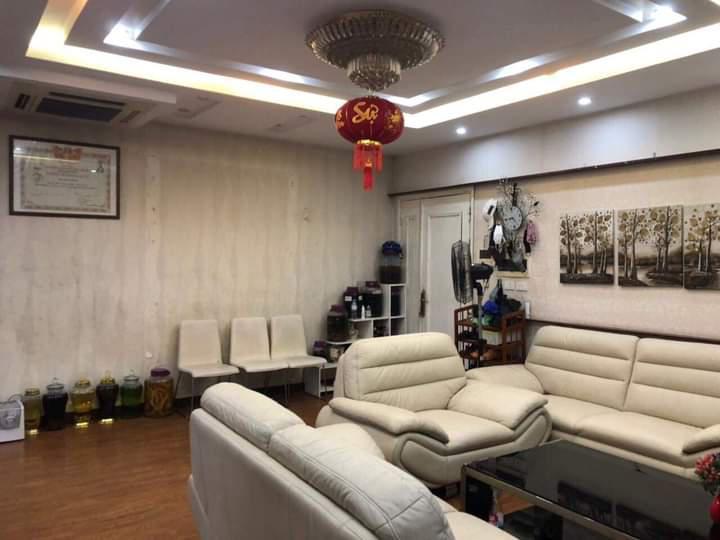 Chính chủ bán gấp căn hộ Lô Góc 3 PN CC 165 Thái Hà DT 123 m2 giá nhỉnh 4 tỷ Đống Đa