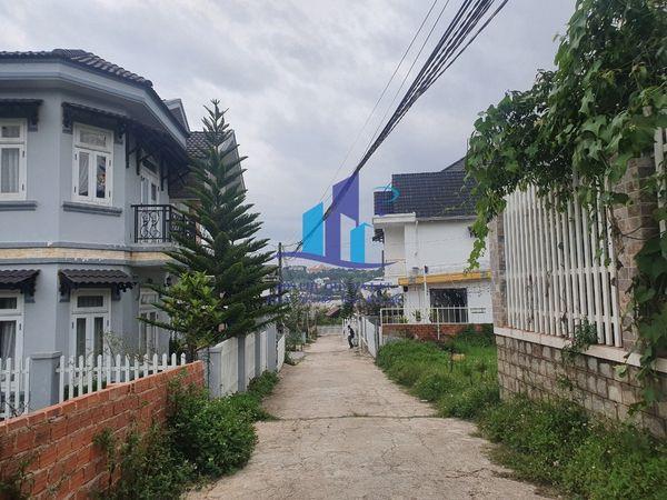 Bán đất đường Ngô Tất Tố - P8 - Tp. Đà Lạt. Diện tích: 202,25m² (15,04*14,94)